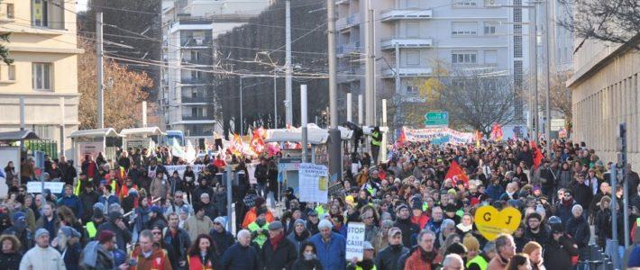 9, 10, 11 janvier : amplifier la grève et les luttes pour GAGNER le retrait !